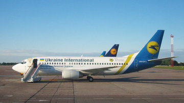 Самолет Международных авиалиний Украины . Архивное фото