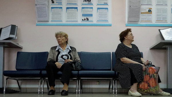 Посетители клиентского отдела Управления пенсионного фонда Российской Федерации. Архивное фото