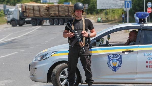 Сотрудник спецподразделения полиции Украины. Архивное фото