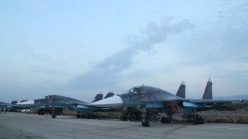 Российские самолеты на аэродроме Хмеймим в Сирии после выполнения боевого задания
