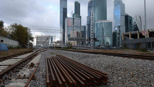 Строительство малого кольца Московской железной дороги в районе станции Сити в Москве. Архивное фото