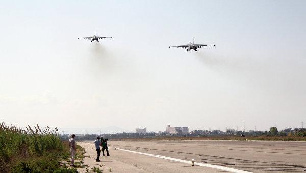 Российские самолеты взлетают с авиабазы Хмеймим, Сирия. Архивное фото