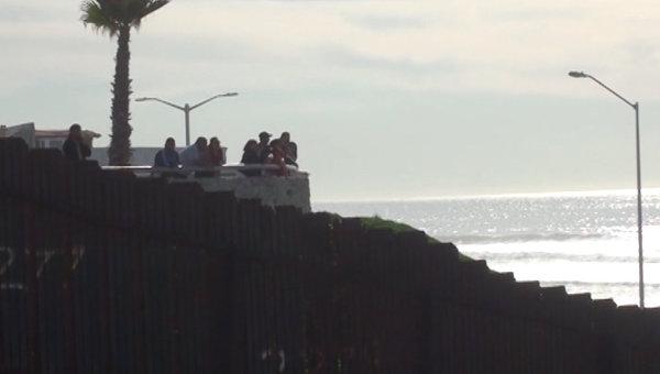 Стена на границе с Мексикой не спасает США от нелегальных мигрантов