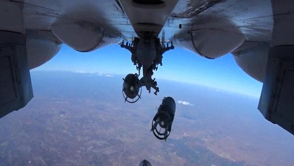 Нанесение точечных авиаударов ВКС России по укрытиям с бронетехникой и складам ГСМ. Арихвное фото