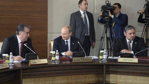 Президент РФ Владимир Путин во время заседания глав государств-участников Содружества Независимых Государств