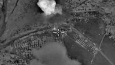 ВКС РФ уничтожили склад и мастерскую террористов в Сирии. Кадры авиаударов