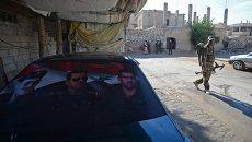 Боец местных сил самообороны в городе Маадамия в пригороде Дамаска