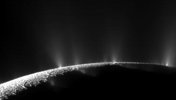 Изображение спутника Сатурна Энцелада, запечатленное космическим аппаратом Кассини