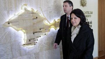 Председатель Демократической партии Сербии Санда Рашкович-Ивич во время посещения парламента Крыма, во главе Сербской парламентской делегации