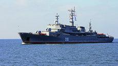 Учебный корабль Балтийского флота РФ Смольный прибывает в порт Балтийска после дальнего похода. Архивное фото