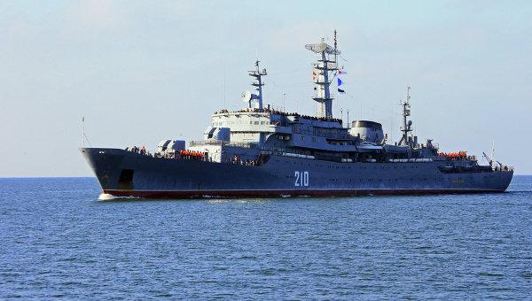 Учебный корабль Балтийского флота РФ. Архивное фото