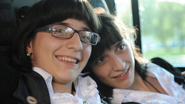 Известные разделенные сиамские близнецы Зита и Гита Резахановы. Архивное фото