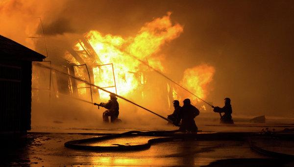 Тушение пожара.Архивное фото