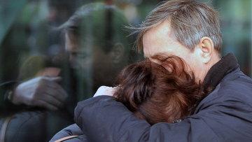 Родственники пассажиров рейса 9268 в аэропорту Пулково, где должен был приземлиться потерпевший катастрофу лайнер Airbus-321 авиакомпании Когалымавиа. Архивное фото