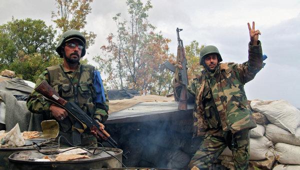 Отряд бойцов сирийского ополчения после боевого задания на севере Латакии. Архивное фото