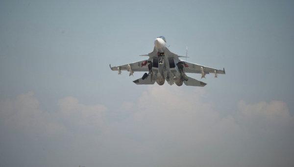Истребитель СУ-30СМ взлетает с авиабазы Хмеймим