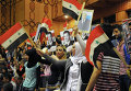 Сирийские школьники с флагами Сирии, России и российских Воздушно-космических сил