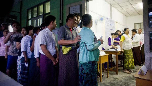 Вход на избирательный участок в Мьянме. Архивное фото