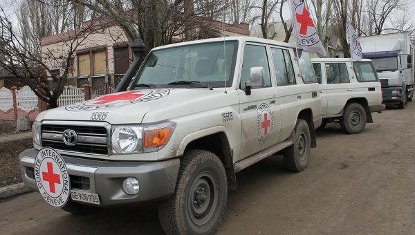 Автомобили Международного Комитета Красного Креста в Донбассе. Архивное фото