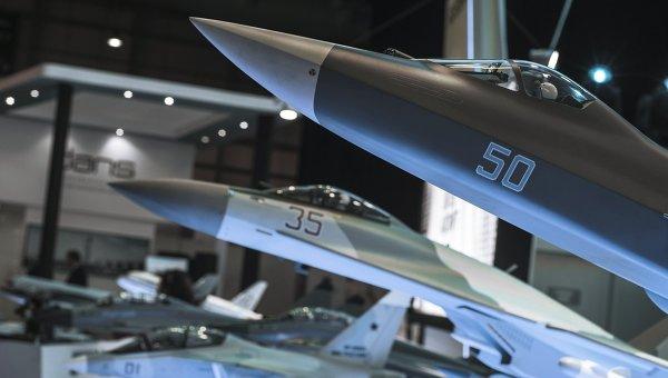 Военные самолеты на выставке. Архивное фото