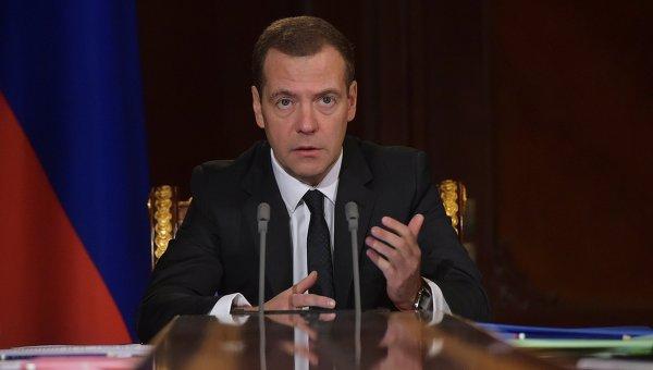 Председатель правительства России Дмитрий Медведев проводит совещание со своими заместителями в подмосковной резиденции Горки
