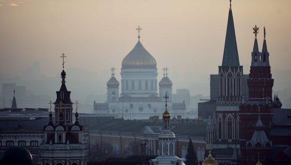 Вид на центр города с крыши Центрального детского магазина на Лубянке в Москве. Архивное фото