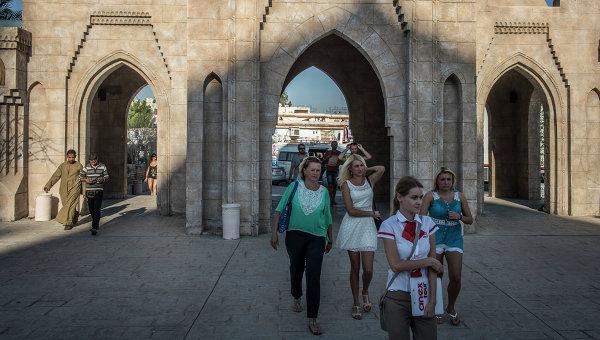 Российские туристы во время экскурсии в египетском городе Шарм-эш-Шейхе. Архивное фото