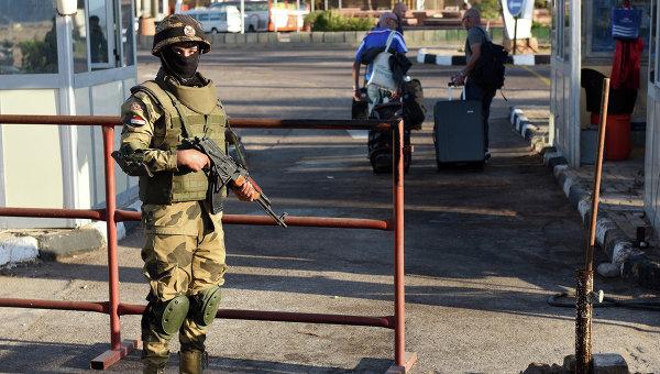 Египетские спецназовцы возле аэропорта в Шарм-эш-Шейхе