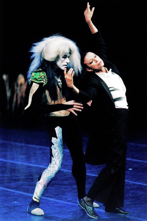 Майя Плисецкая в сцене из балета Мориса Бежара Куродзука