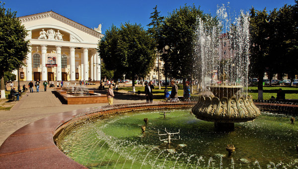 Здание Калужского драматического театра на Театральной площади. Архивное фото