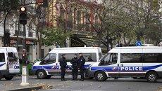 Полицейские около театра Батаклан в Париже. Архивное фото