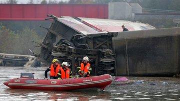 Скоростной испытательный поезд сошел с рельсов во Франции.