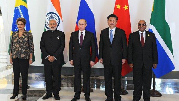 Президент РФ В.Путин принимает участие в неформальном саммите БРИКС в Анталье. Архивное фото