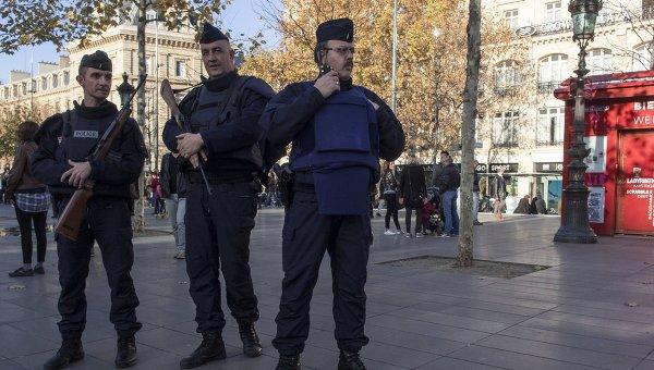 Усиленные наряды полиции в Париже. Архивное фото