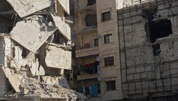 Поврежденное здание в сирийском городе Алеппо. Архивное фото