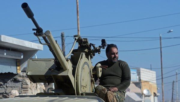 Ополченец в Алеппо, архивное фото