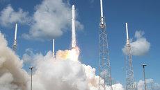 Запуск ракеты SpaceX Falcon 9 со спутником Dragon с мыса Канаверал, США. Архивное фото