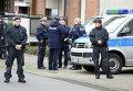 Немецкие полицейские в Альсдорфе после операции по задержанию подозреваемых в теракте в Париже. 17 ноября 2015