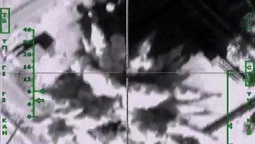 Самолеты российских ВКС России нанесли авиационный удар по одному из нефтеперерабатывающих заводов, принадлежащих террористическим организациям. Архивное фото