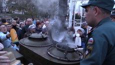 Крымчане в обесточенном городе стояли с термосами в очереди за кипятком