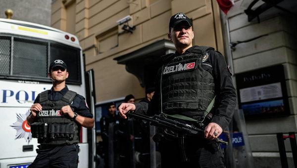 Полиция Турции у российского посольства в Анкаре. Архивное фото
