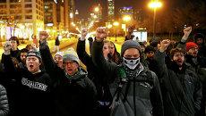Демонстранты во время акции протеста в Чикаго, США. Ноябрь 2015