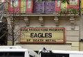 """Вывеска с анонсом концерта группы """"Eagles of Death Metal"""" у клуба """"Батаклан"""" в Париже"""