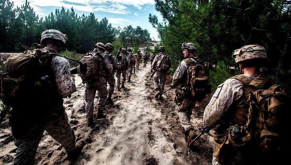 Солдаты США на марше. Архивное фото