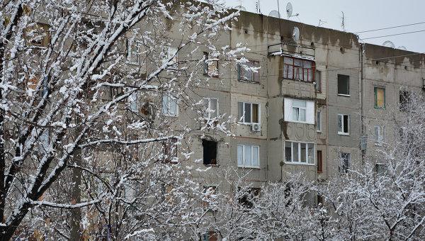 Дома, пострадавшие от обстрелов украинской армии, в поселке Донецкий в ЛНР, Украина