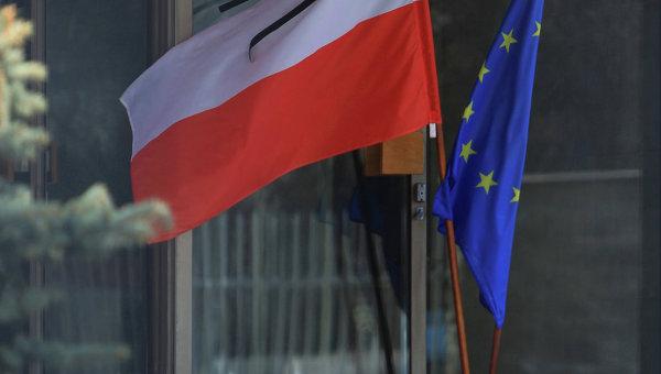 Государственный флаг Польши. Архивное фото