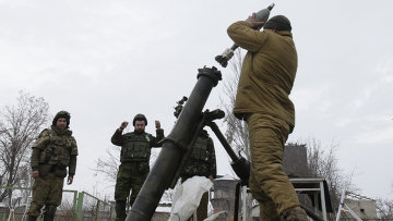 Солдаты ВСУ ведут минометный обстрел территории, подконтрольной ДНР. Архивное фото