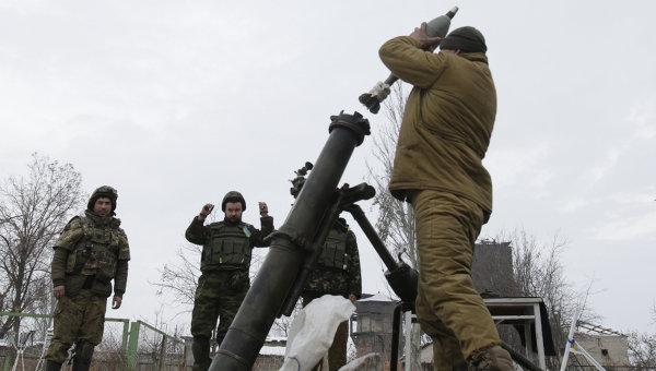 Солдаты ВСУ ведут минометный обстрел территории, подконтрольной ДНР, Донецкая область, Украина