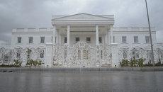 Мраморный пол, турецкая баня и золотые лестницы – копия Белого дома в Ираке