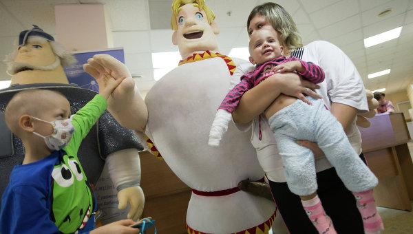 Богатыри пришли поддержать детей в онкоотделении московского НПЦ Солнцево